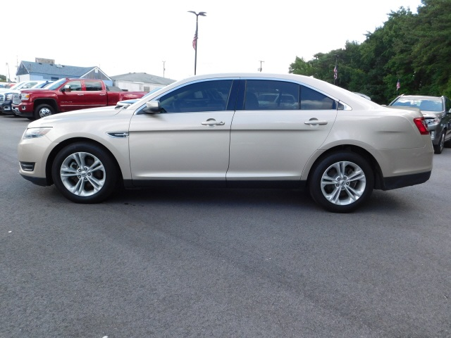 Pre-Owned 2017 Ford Taurus SEL