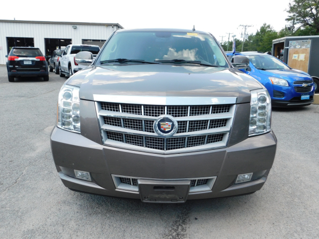 Pre-Owned 2013 Cadillac Escalade Platinum Edition